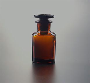 Склянка для реактивов, 125 мл, из темного стекла, с узкой горловиной и притертой пробкой